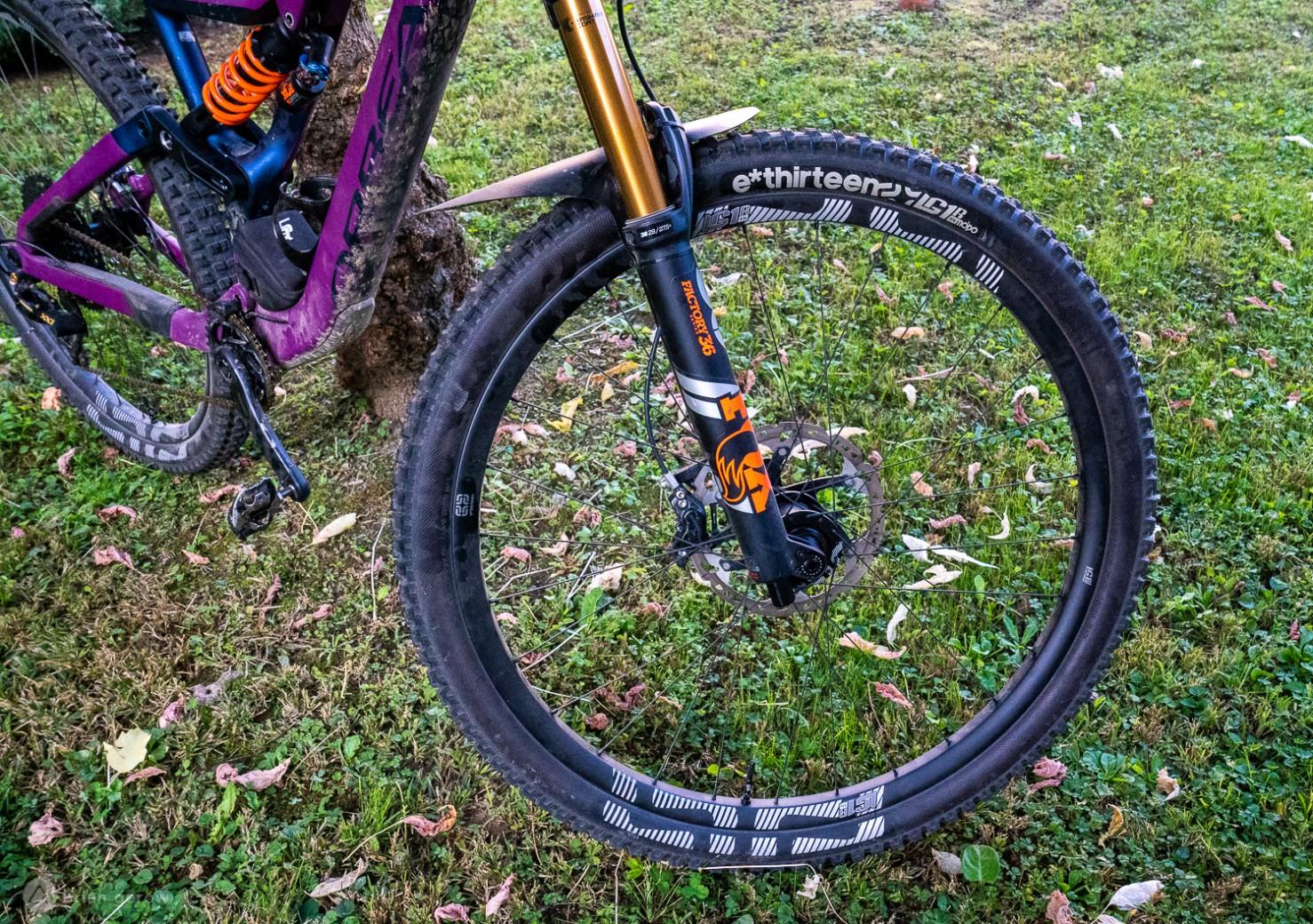 ruedas-mtb-aluminio-vs-carbono-pros-contras/