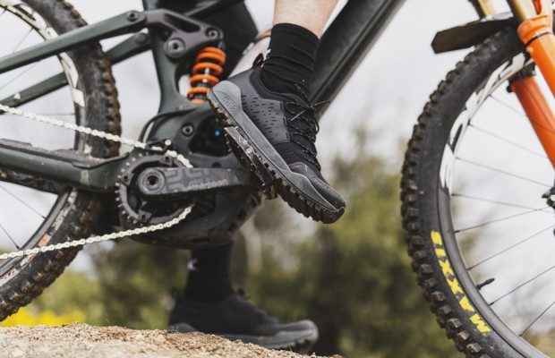 Fizik pone el foco en el e-MTB con estas zapatillas