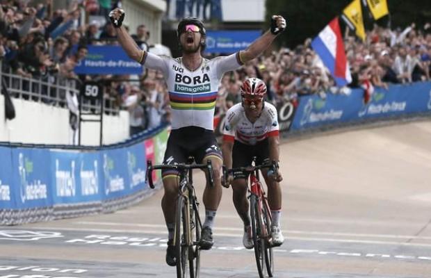 Sagan se exhibe para ganar su primera Paris-Roubaix
