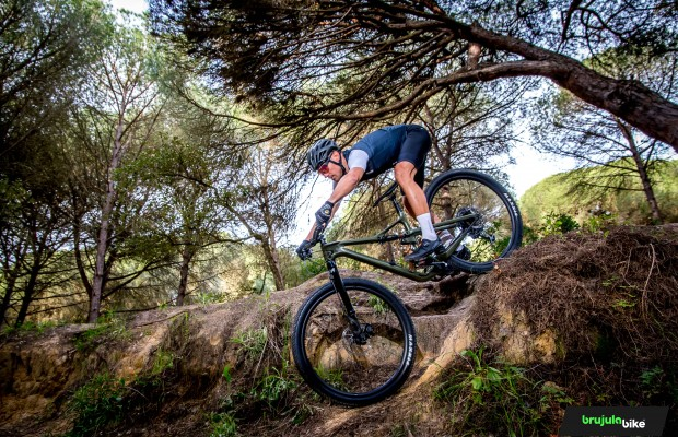 We test the Lefty Ocho Carbon 120, more travel and better performance for the new MTB