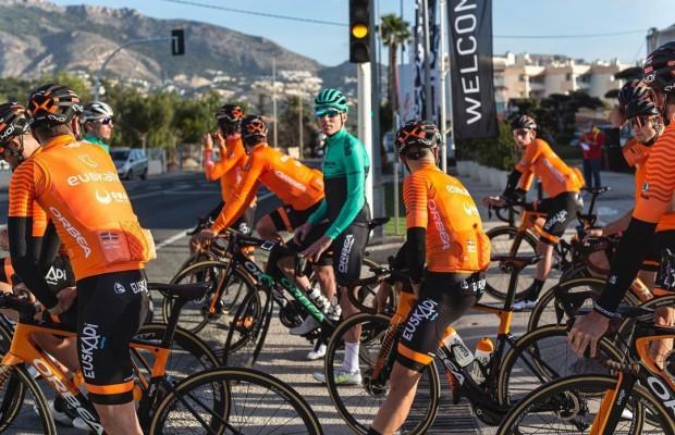 Aleix Espargaró podría convertirse en ciclista profesional la próxima temporada