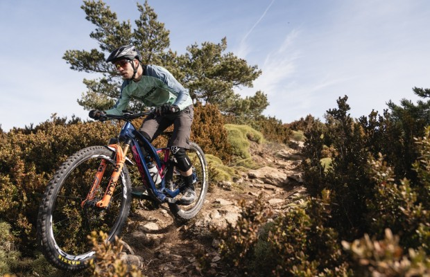 Training in a village of 60 inhabitants and competing in the EWS, that's Gabriel Torralba's life