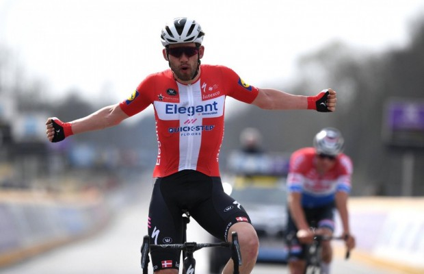 Van der Poel stays stuck in the last metres and Kasper Asgreen wins the 2021 Tour of Flanders