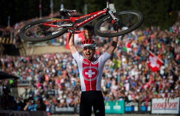 Nino Schurter y Kate Courtney, campeones del mundo 2018
