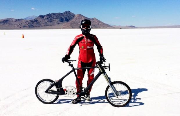 296 Km/h sobre una bicicleta,  esta mujer consigue un nuevo récord de velocidad en bici
