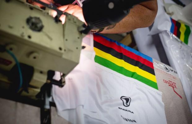 Así se fabricó el maillot de campeón del mundo para Valverde
