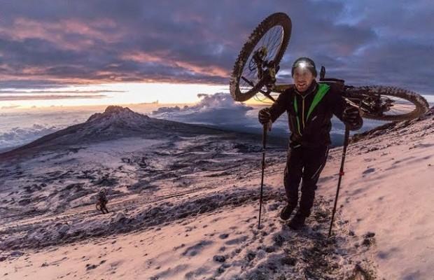 Danny MacAskill escala el Kilimanjaro y desciende en mountain bike