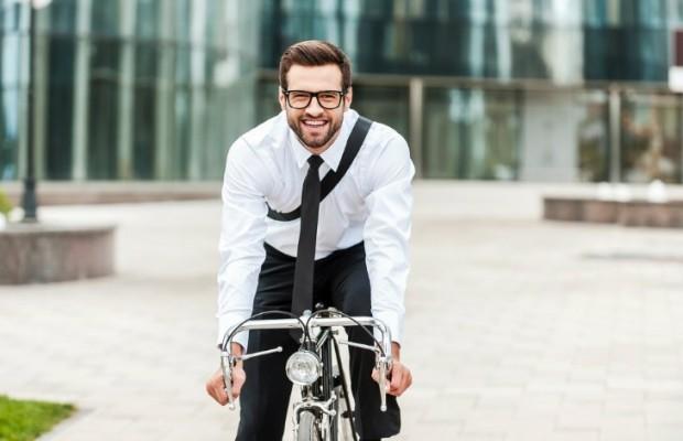 Para perder peso es mejor ir en bici al trabajo que ir al gimnasio