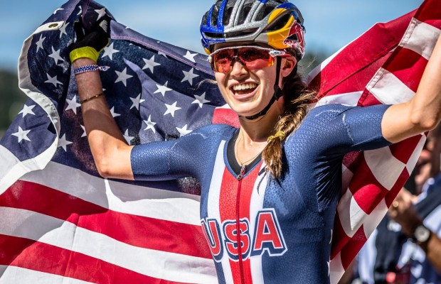 """Kate Courtney explota contra la desigualdad en el Mountain bike: """"no lo hago bien para ser una mujer, simplemente lo hago bien"""""""