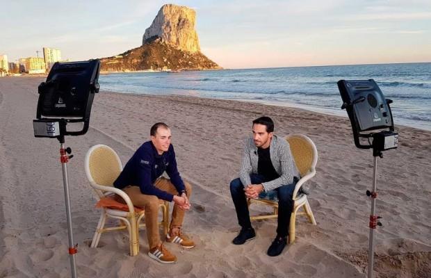 Alberto Contador y Enric Mas en conversación