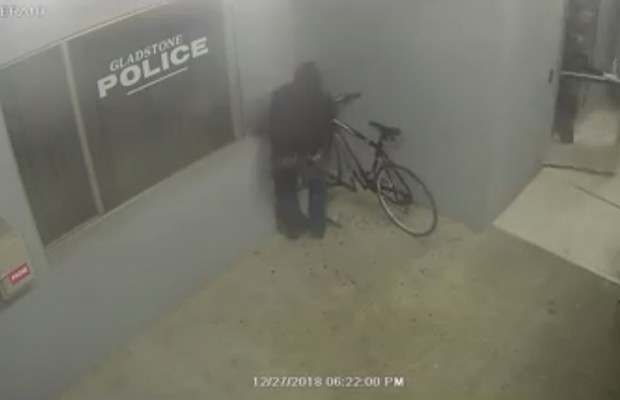 No hay que ser muy listo para robar una bici de una estación de policía