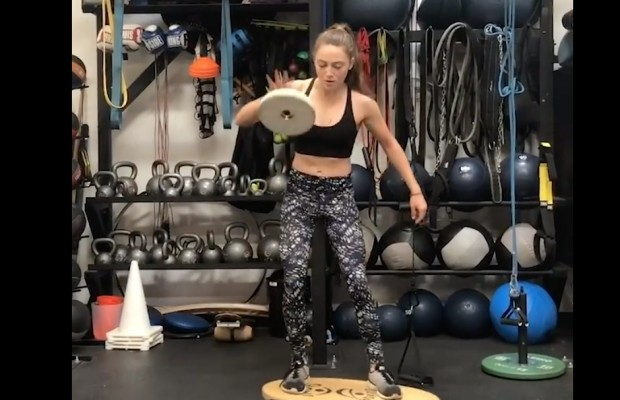 ¿Biker o equilibrista? Así entrena Kate Courtney el core