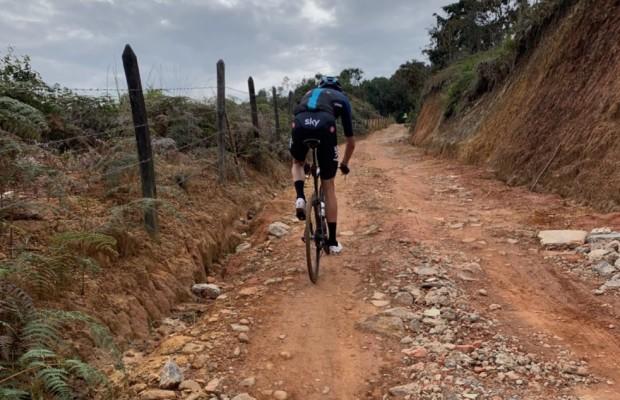 A Froome no le hace falta una mountain bike para subir por aquí