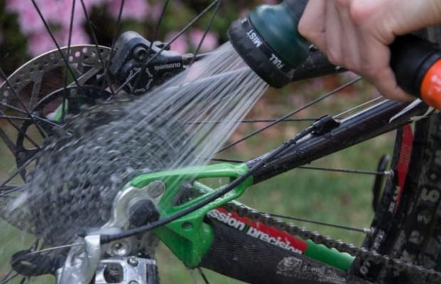 La mejor manera de limpiar la cadena y transmisión de la bicicleta