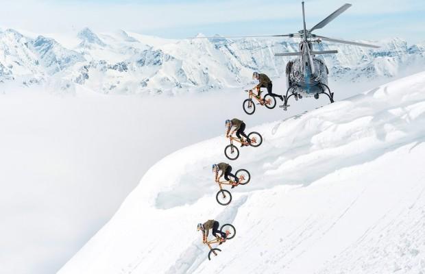 Fabio Wibmer salta de un helicóptero y huye de la policía en el mejor vídeo del invierno