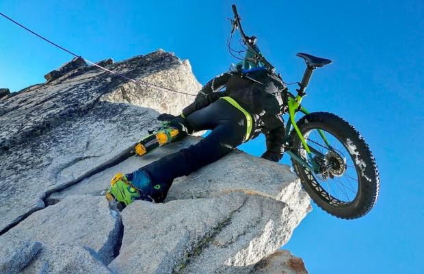 Primer ascenso y descenso mundial del Aneto en FatBike