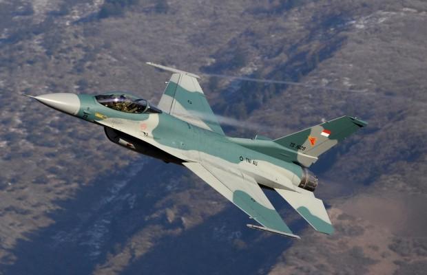 Un avión F16 se estrella contra el almacén de la marca italiana Sidi