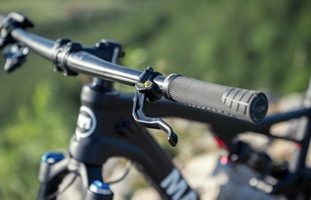 Magura shows the first integrated brakes on the handlebar
