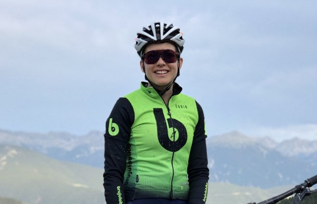 Candice Lill signs for the Brújula Bike Racing Team