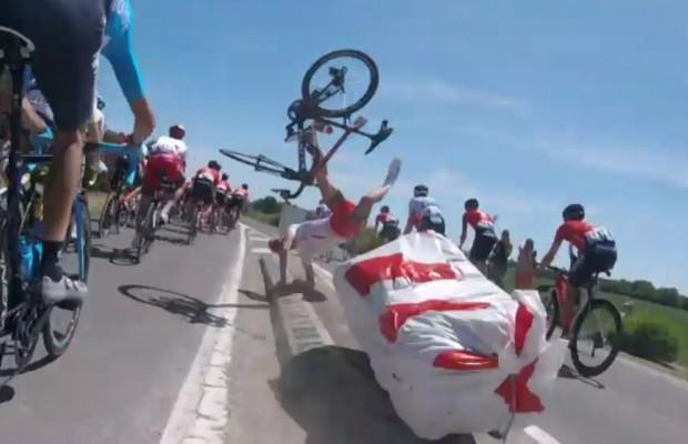 Espectacular caída de Pierre-Luc Périchon en la etapa 4 del Tour de Francia