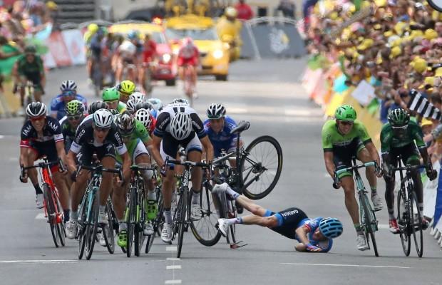 Qué sucede cuando hay una caída en el Tour de Francia