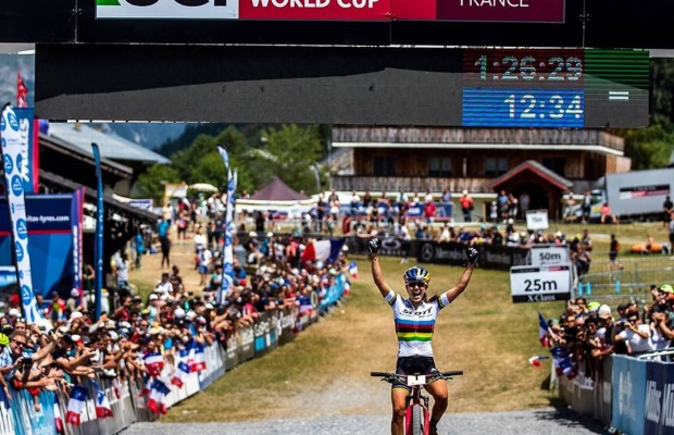 Kate Courtney is far superior than the rest and wins the MTB World Cup of Les Gets 2019