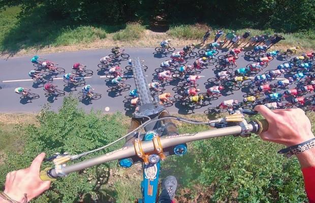 Otro biker saltó ayer sobre el pelotón del Tour de Francia
