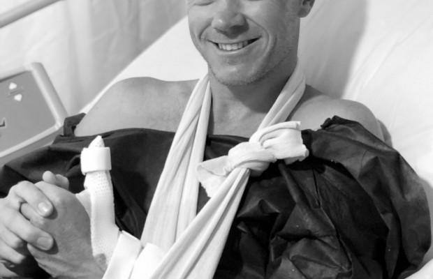 Chris Froome se corta un dedo y tiene que pasar de nuevo por quirófano