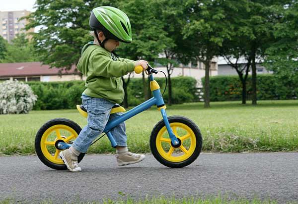 Enseñar a montar en bici a un niño