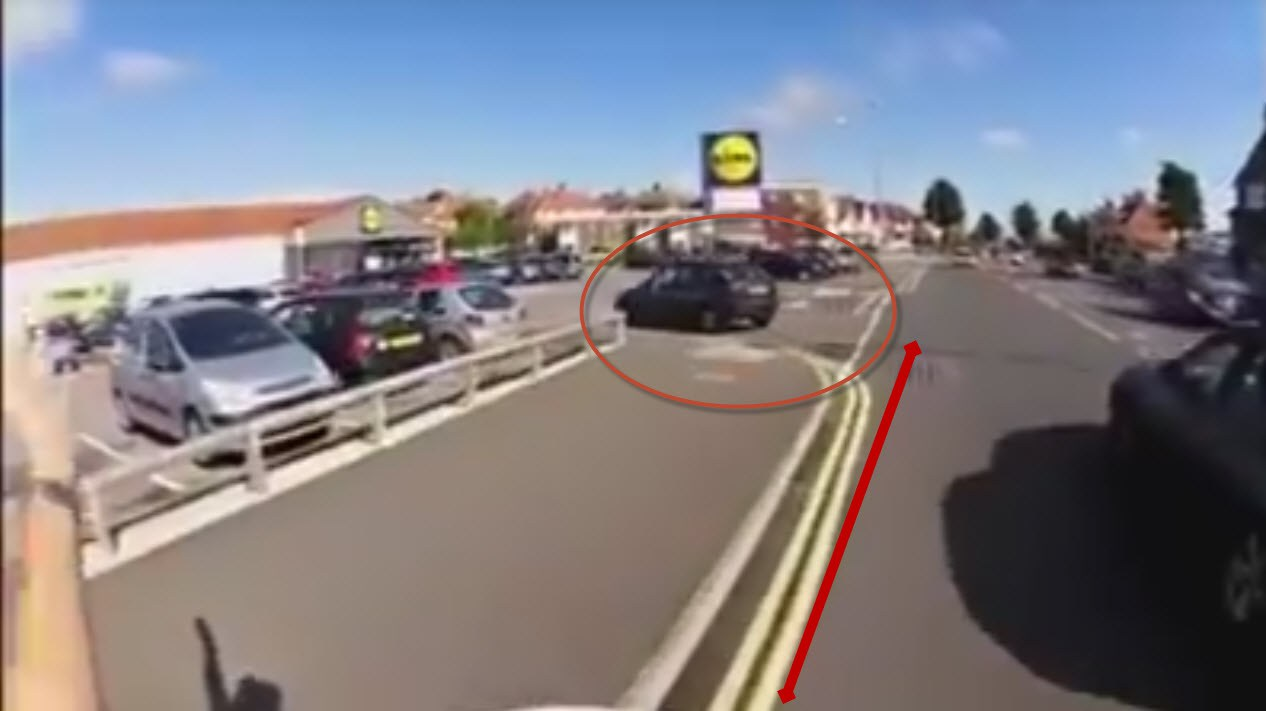 Una conductora pone en peligro la vida de este ciclista, ¿verdad o mentira?