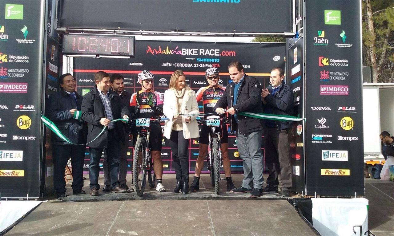 Casi 800 ciclistas participan en la 'VI Andalucía Bike Race'