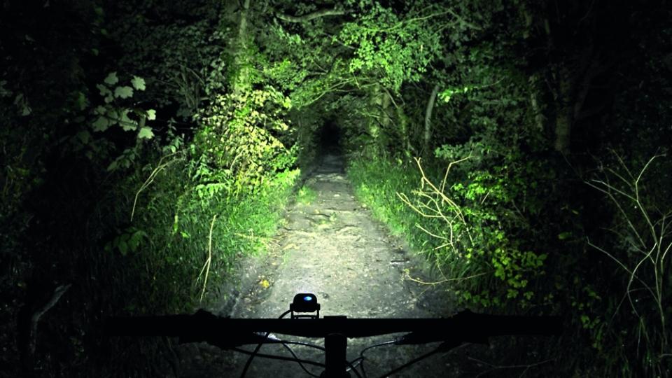Ver y hacerse ver, luces para bicicleta