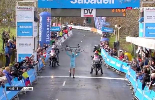 Rosa gana la etapa y la general queda abierta para la contrarreloj final