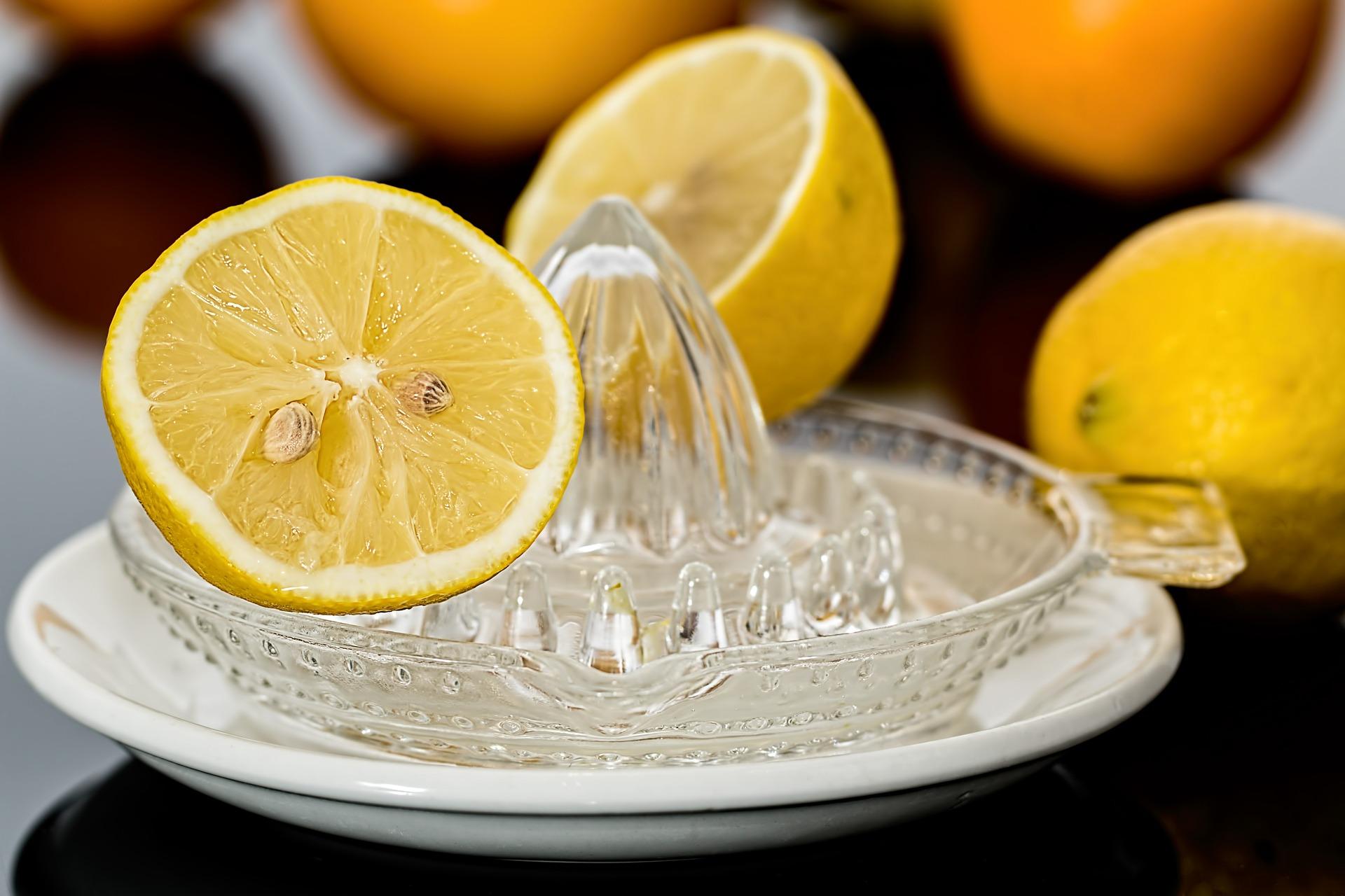 bebida isotónica casera de limón