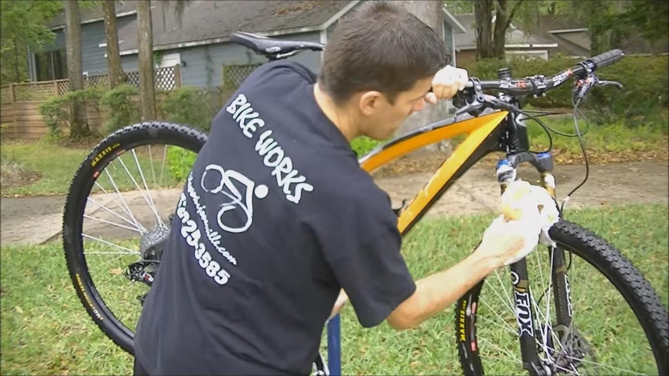 limpiar bici enjabonar