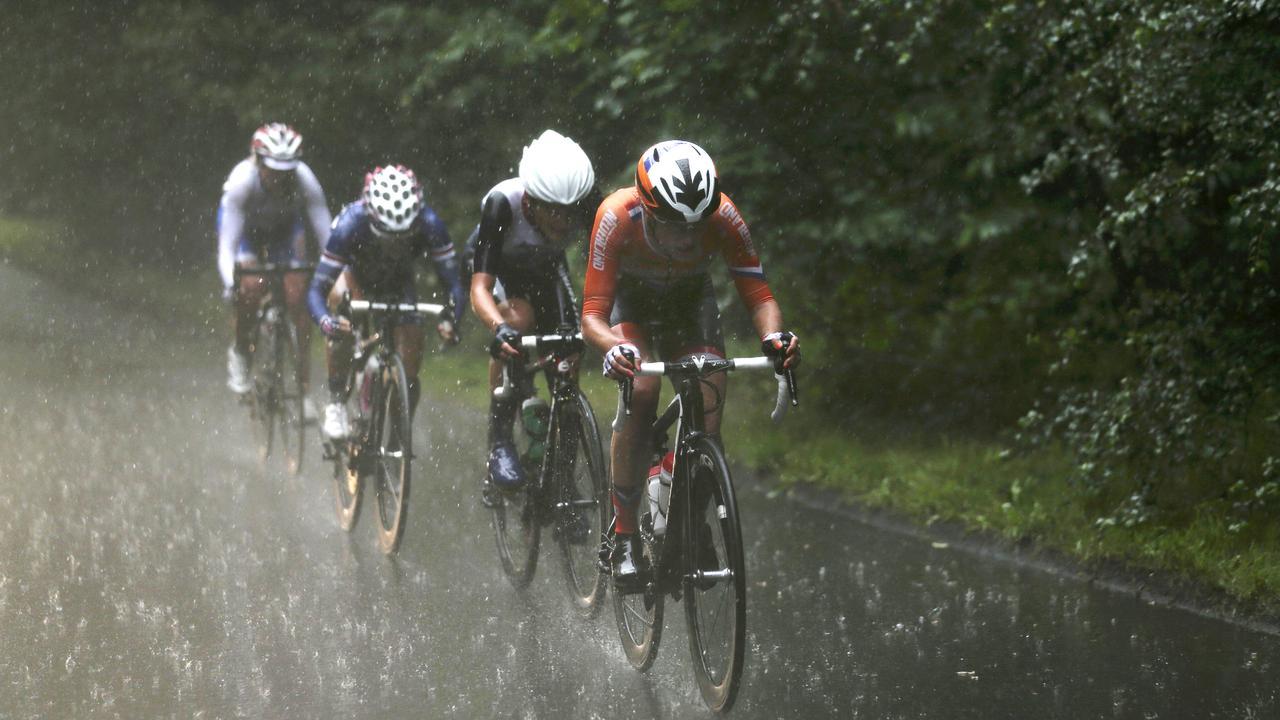 Cómo equiparse para salir en bici con lluvia