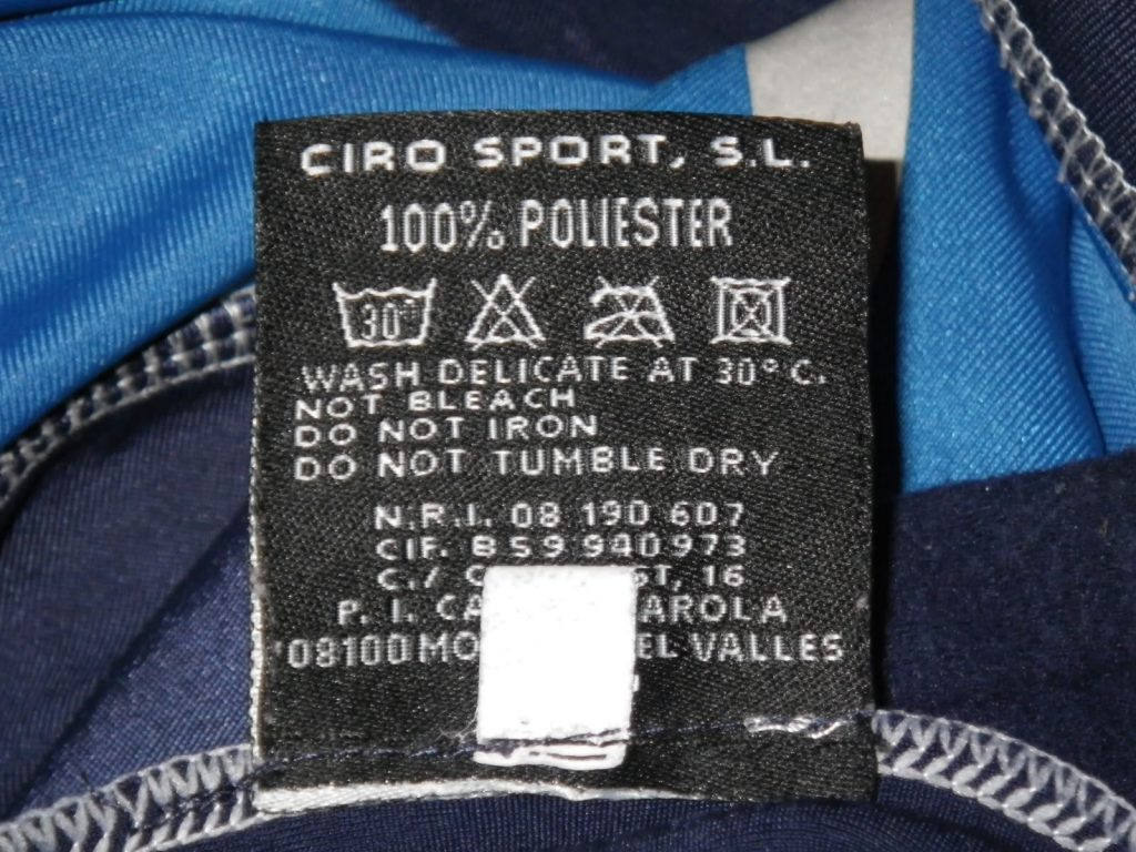 Etiqueta ropa ciclista