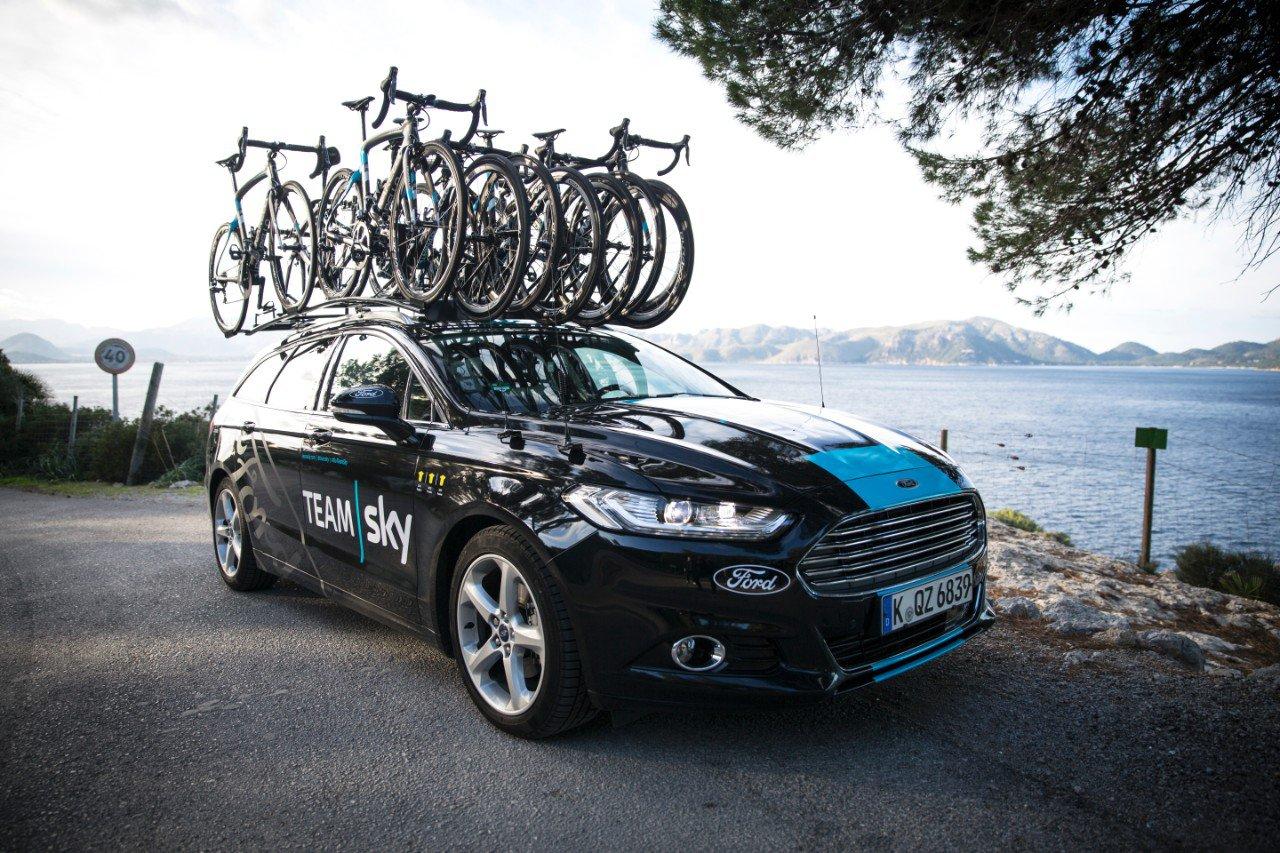 Así es el coche del equipo ciclista Team Sky