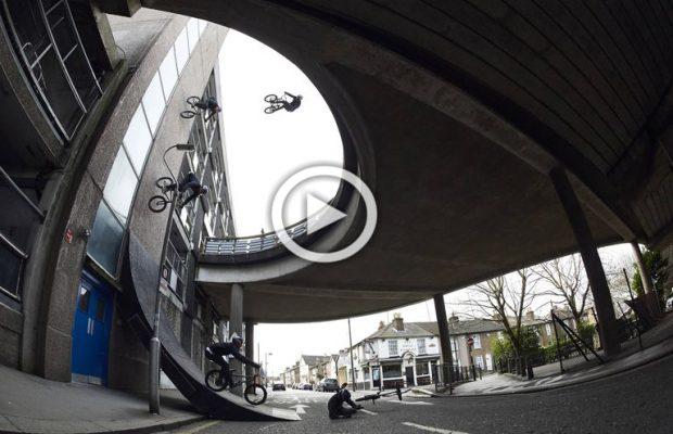 Sebastian Keep baja 3 pisos por una pared vertical con su bici