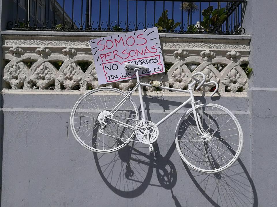 Roba una bici en memoria de los ciclistas fallecidos en accidente y lo graban en vídeo