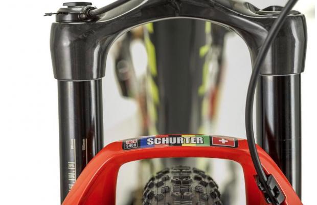 Nuevo prototipo de amortiguador y horquilla RockShox para la Scott Spark de Nino Schurter