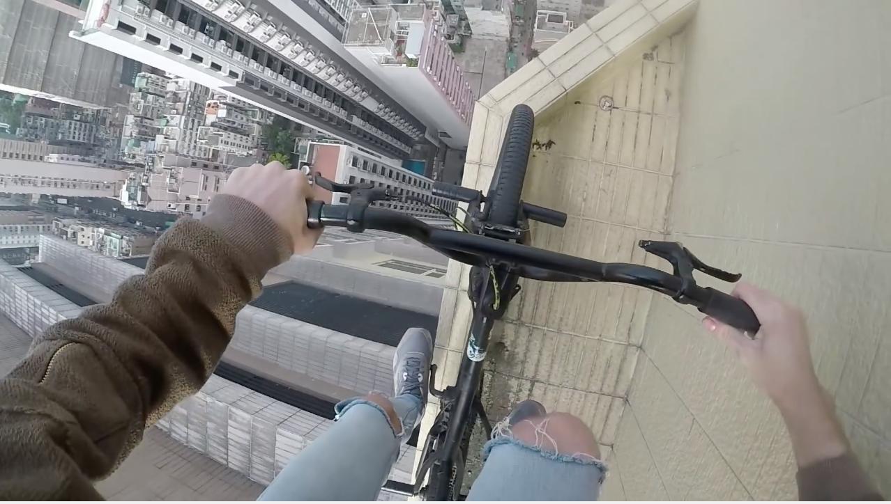 Este joven desafía a la muerte sobre su BMX [VÍDEO]