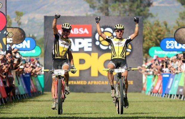 Nino Schurter y Matthias Stirnemann, ganadores de la ABSA Cape Epic 2017